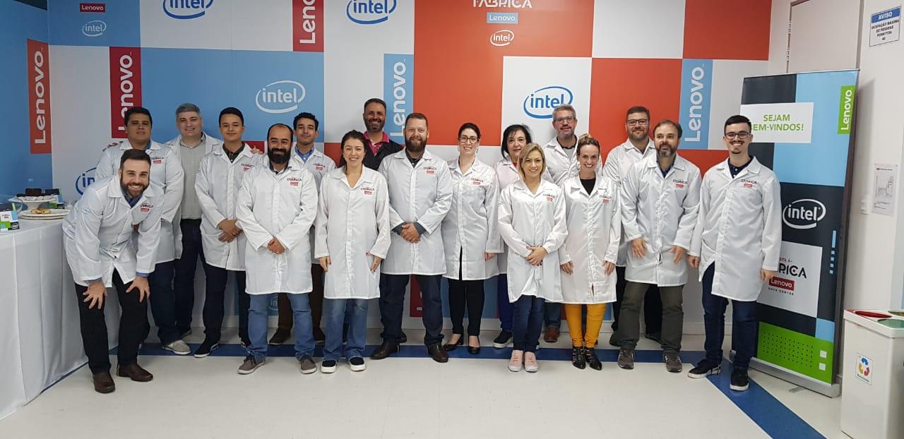 Time da Servix visita fábrica da Lenovo em Indaiatuba